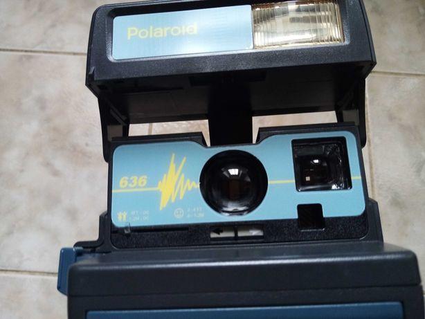 Camera Polaroid ainda com caixa original e manual de instruções.