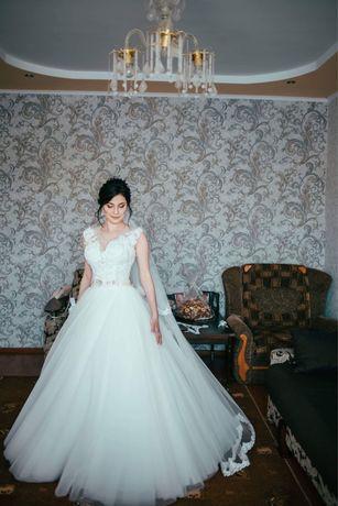 Весільна сукня, з пояском, аксесуарами (терміново)