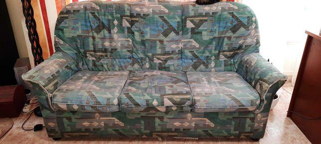 Dou sofá cama e poltrona usada - URGENTE