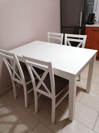 Stół z krzesłami do kuchni