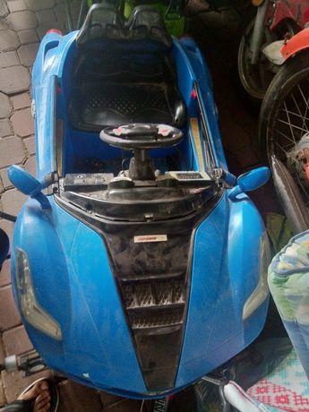 Samochodzik sportowy na akumulator