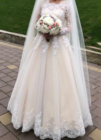 Сукня весільна: довгий рукав, корсет, колір айворі