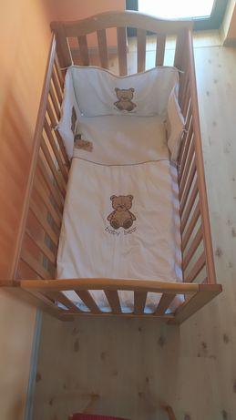 Łóżeczko dziecięce drewniane z materacem i dodatkami