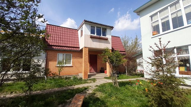 Два дома Осокорки, 1 км от метро Славутич. Идеально под бизнес.