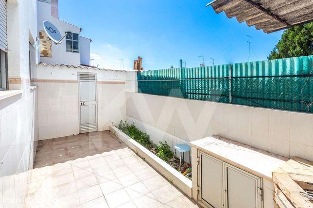 Apartamento T2 em Portimão com Garagem Box e Quintal