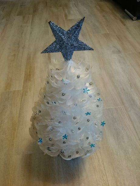 Ozdoby świąteczne: choinka z piórek, gałązki brokatowe, bombka ażurowa