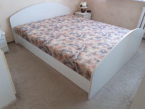 Łóżko sypialniane, sypialnia