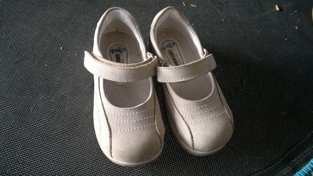 sapato/sandalia 23