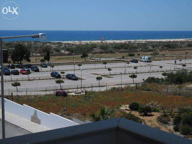 Manta Rota T1 a 50 metros da praia com ar condicionado e parqueamento