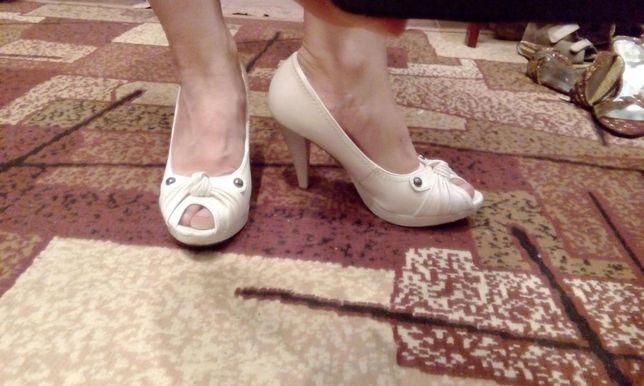 Туфли белые с удобной колодкой (можно свадебные)