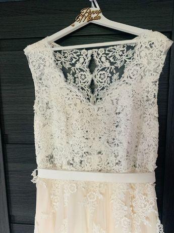 Suknia ślubna dla wysokiej kobiety do 195 + 3 cm obcas Place For Dress