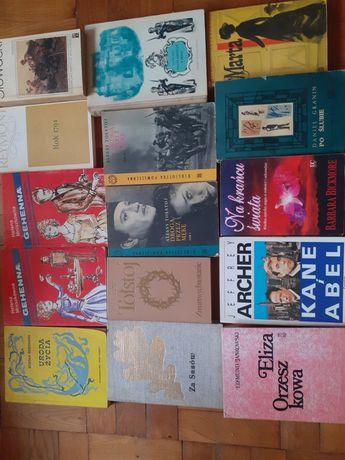 Książki  o  różnej  tematyce 1  zł.za  sztukę