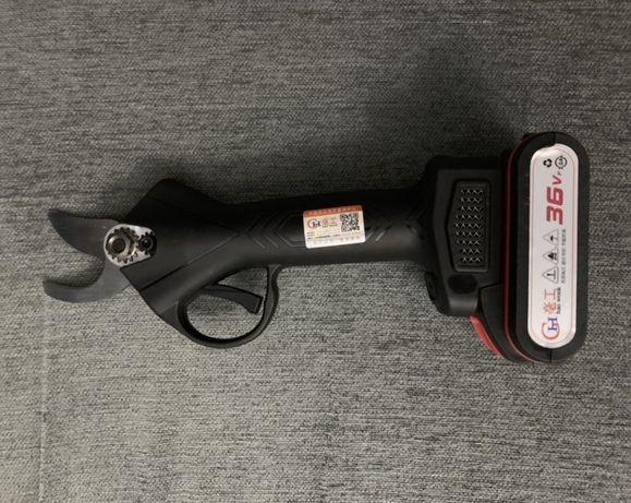 Tesoura de Podar Bateria alta potência 36 Volts - Corte 4,3cm (NOVA)