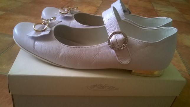 Białe buty komunijne rozmiar 39