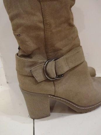 Buty zimowe na obcasie