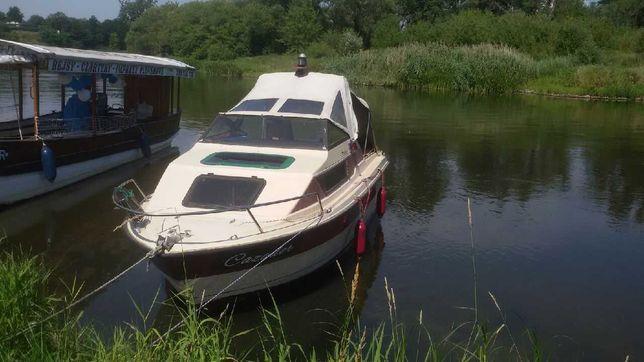 Łódz motorowa z kabinowa zarejestrowana na 6 osób