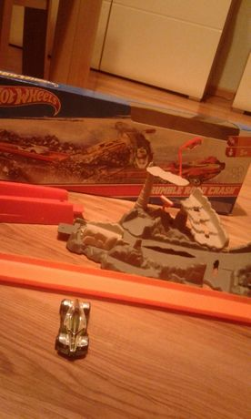 Hot wheels rumble road crash