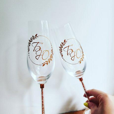 Свадебные бокалы, свечи, подвязки, бутоньерки