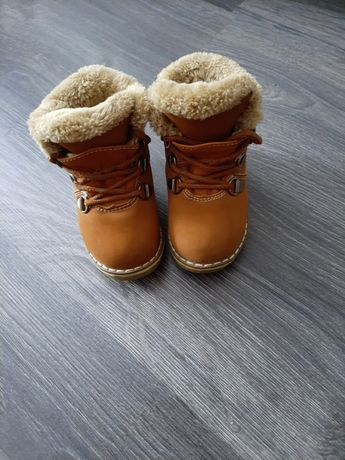 Зимові дитячі черевики.