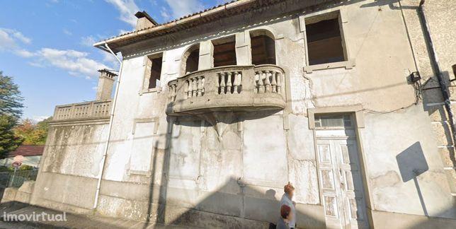 Moradia em Pevidém com projecto aprovado para 3 habitações