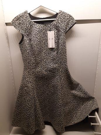 Elegancka i modna sukienka Pretty Girl z koronkowymi dołem. Nowa.