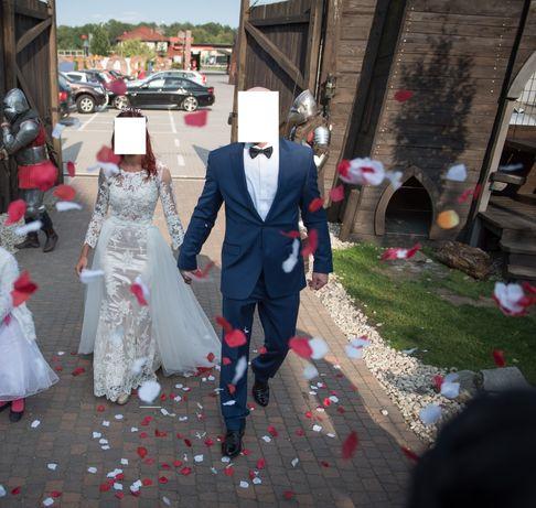 Suknia ślubna z trenem xs