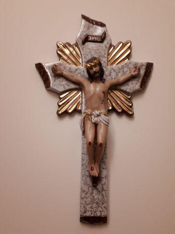 Crucifixo em marfinite.