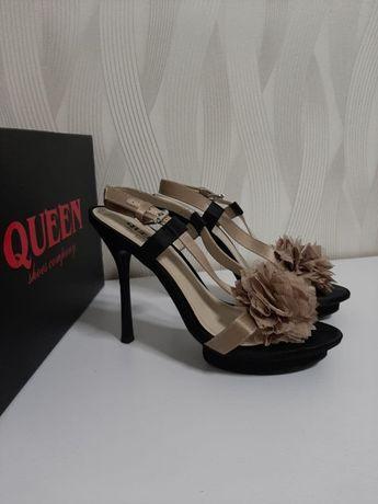 Продаю женские босоножки Queen бежевого цвета на каблуке