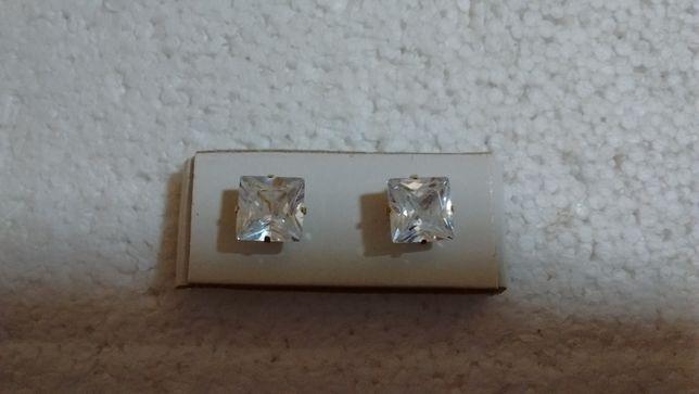 Серьги с искусственными бриллиантами (фианиты)
