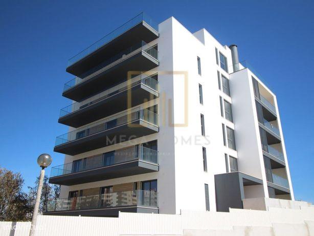 Apartamento T3, construção nova, com 3 casas de banho e g...
