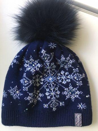 Зимняя шапка с натуральным бубоном