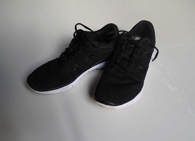 Продам кроссовки KARRIMOR