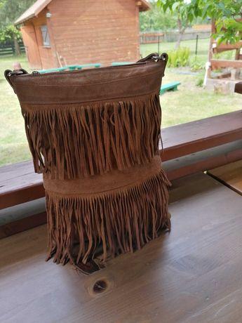 Piękna torebka zamszowa z frędzlami