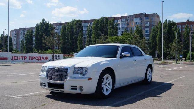 Chrysler 300C Белый, прокат авто на свадьбу, фотосессии, съемки