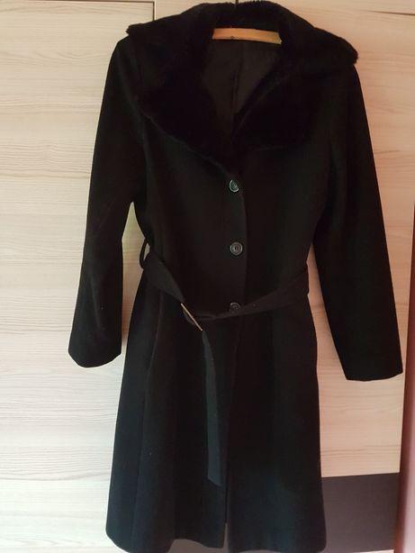 Czarny płaszcz Promod