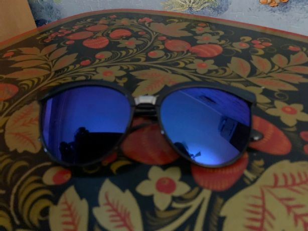 Продам недорого хорошие солнцезащитные очки.
