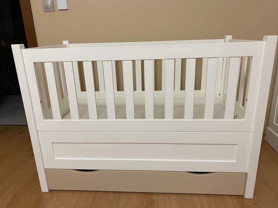 Łóżeczko dziecięce + przewijak NIZIO drewno, b. solidne wykonanie. Turek - image 1