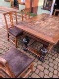 Antyki stół i krzesła
