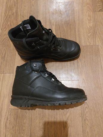 Продам ботинки кожаные на gore-tex
