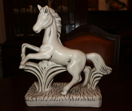 Cavalo em loiça para decoração