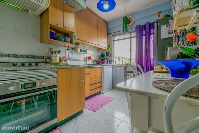 Apartamento T3 com 90 m em Fitares Rio de Mouro