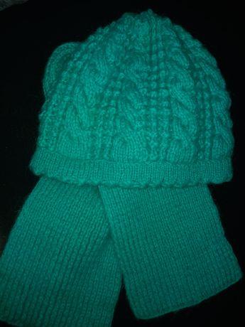 Продам вязаную шапку с шарфом.