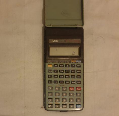 Calculadora Casio antiga a trabalhar