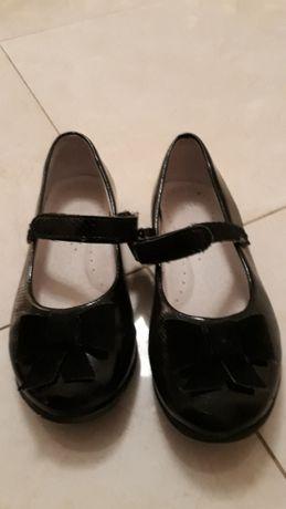 Czarne Lakierki dla dziewczynki Kornecki, rozmiar 28 wkladki 18cm