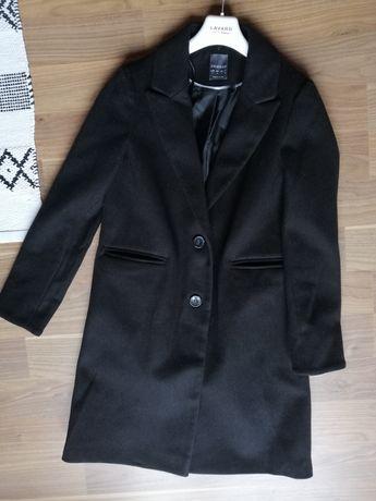 Czarny płaszcz prosty