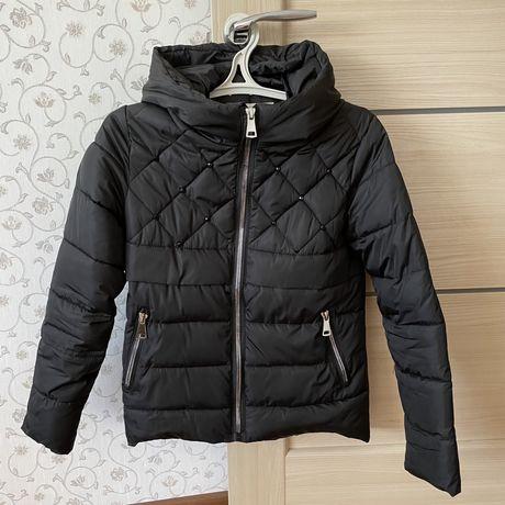 Черная стильная куртка демисезон