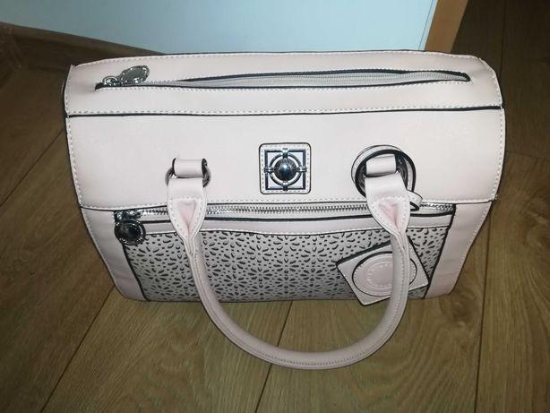 Średnia pudrowo różowa torebka