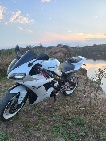 Продам мотоцикл  Ямаха r1