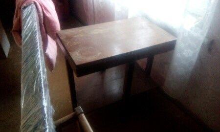 stary stolik-kwietnik