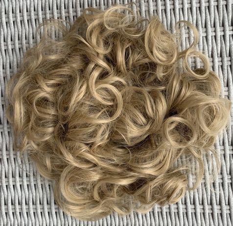 Włosy doczepiane, naturalny blond, kok zawijany na gumce 90cm